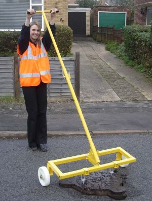 Handy Lift Manhole Lifter - Wheeler